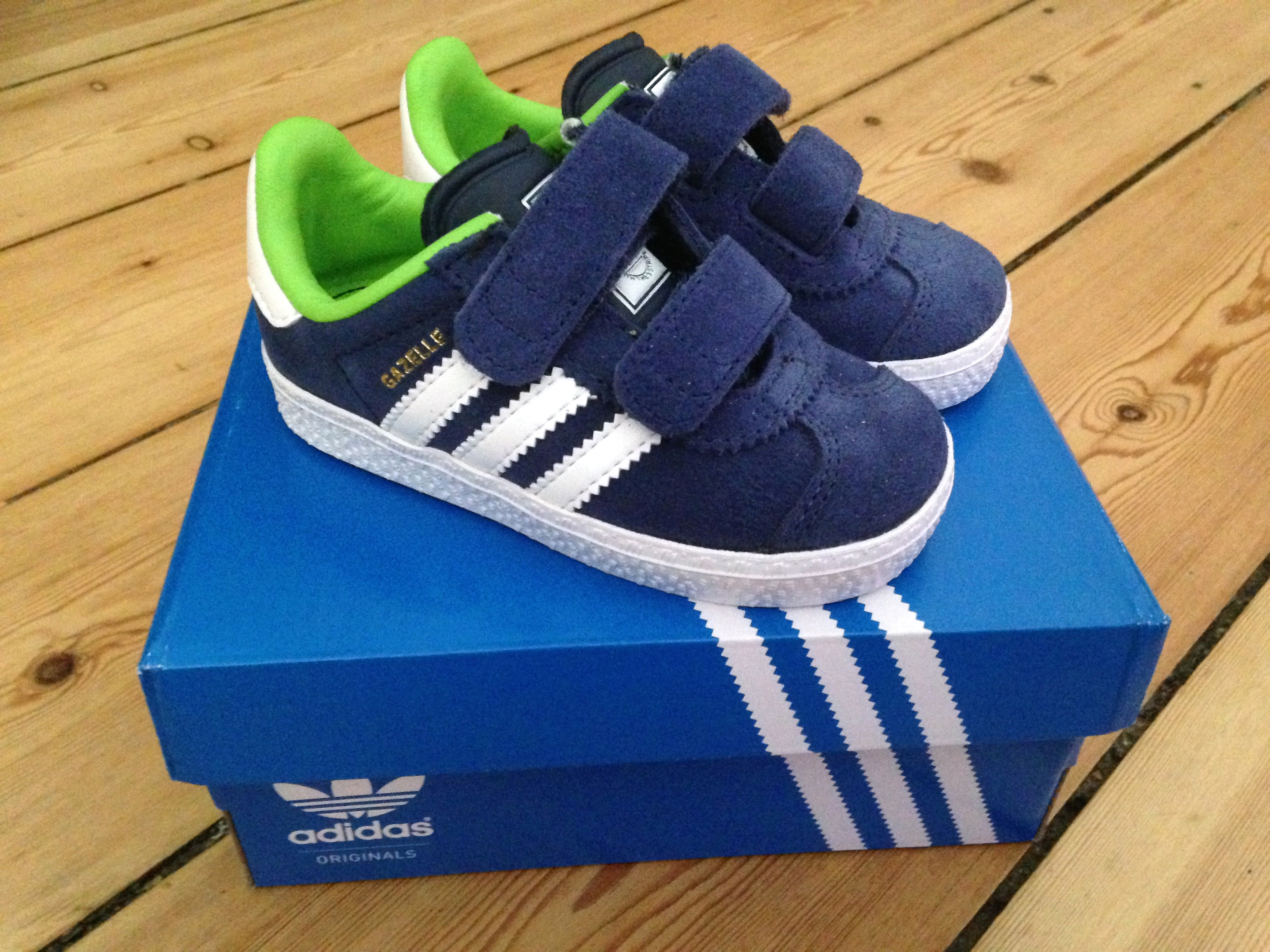 adidas gazelle youth